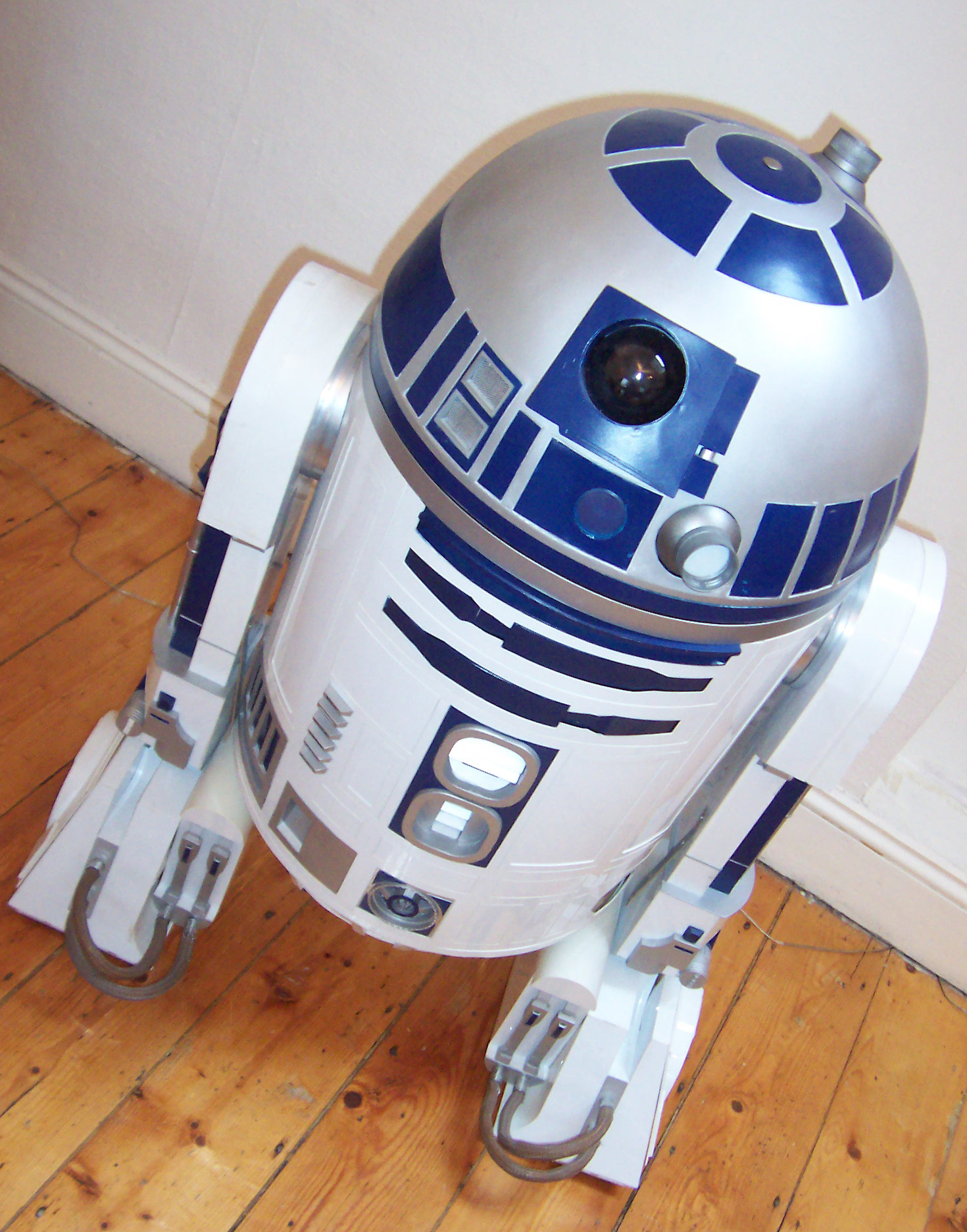 Life Sized R2